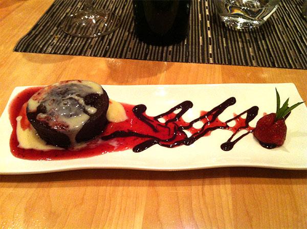 Sobremesa: chololate volcano no Restaurante Afrigonia. Foto: Amandina Morbeck.