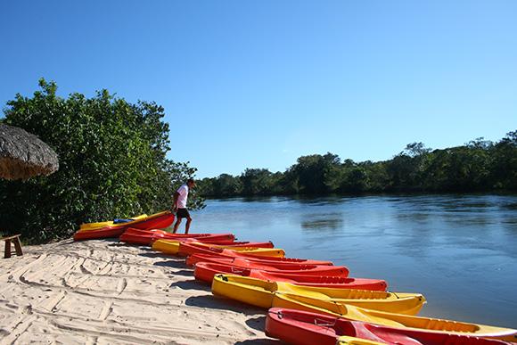 Preparação para descer o Rio Novo de caiaque - Jalapão, Tocantins - Foto: Amandina Morbeck