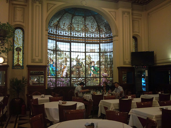 Interior do Café Las Violetas, Buenos Aires, Argentina - Foto: Amandina Morbeck.