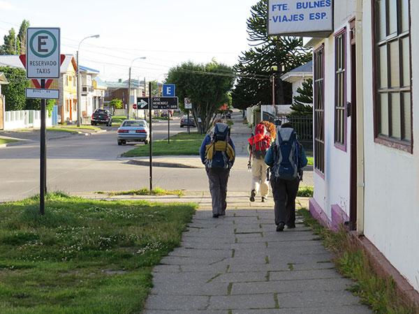Em direção à agência da Buses Fernandez, em Punta Arenas, de onde seguiríamos para Puerto Natales - Foto: Janaina Vieira.