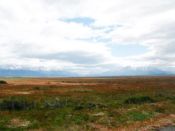 Montanhas nevadas entre Punta Arenas e Puerto Natales, Chile - Foto: Amandina Morbeck.