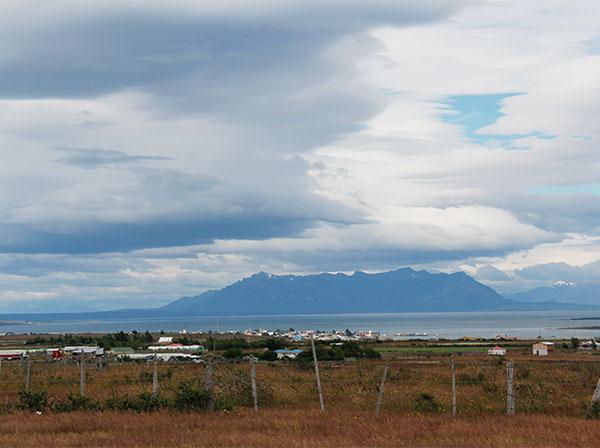 Puerto Natales, Chile, a distância - Foto: Amandina Morbeck.