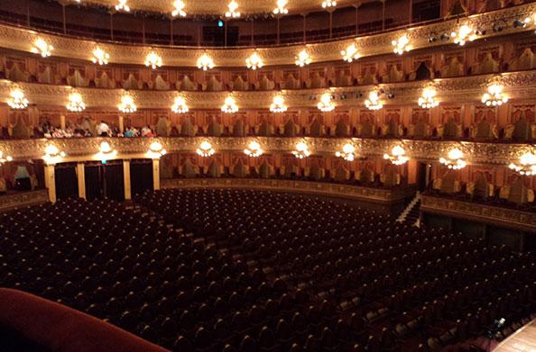 Essa é a vista a partir do balcão reservado à(o) presidente da Argentina - Teatro Colón, Buenos Aires, Argentina - Foto: Amandina Morbeck.