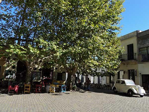 Fachada do Restaurante El Drugstore em Colonia del Sacramento, Uruguai - Foto: Amandina Morbeck