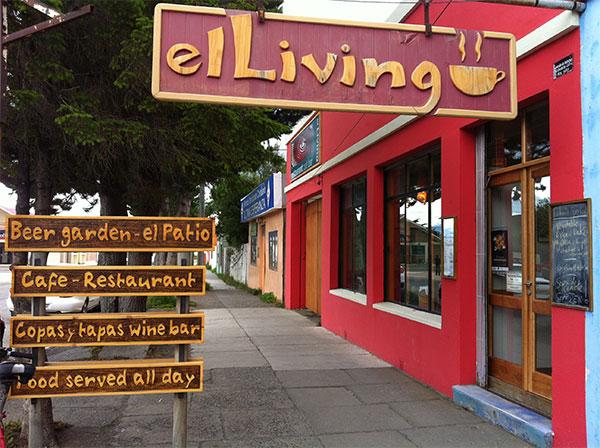 Fachado do Restaurante e Café El Living em Puerto Natales, Chile - Foto: Amandina Morbeck.