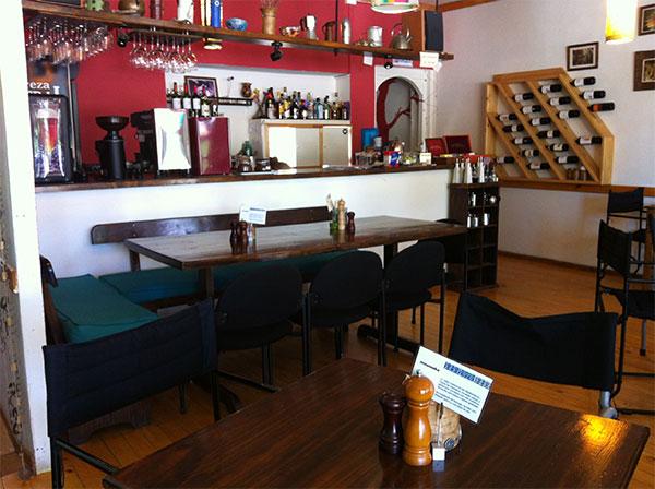 Interior do Restaurante e Café El Living em Puerto Natales, Chile - Foto: Amandina Morbeck.