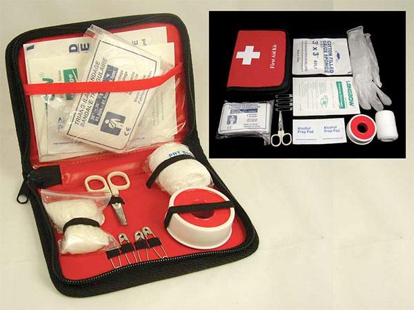 É importante ter um kit de primeiros socorros na bagagem. Viagem e Saúde. Site www.viajandocomaman.com.br.