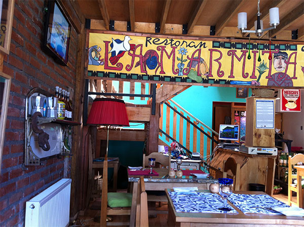 Interior colorido e kitsch - La Marmita, Punta Arenas, Chile - Foto: Amandina Morbeck.