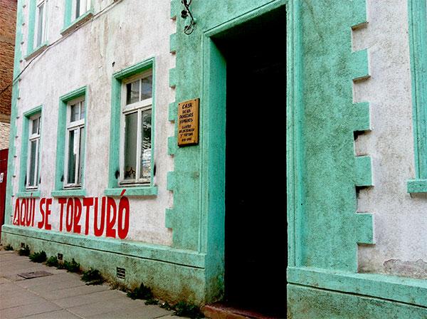 Resquícios da ditadura numa casa na Av. Colón em Punta Arenas, Chile - Foto: Amandina Morbeck.