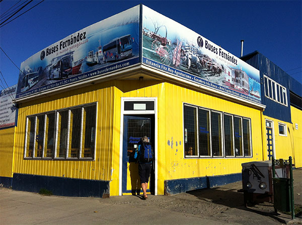 Agência em Buses Fernandez, onde chegamos e de onde saímos de Puerto Natales, Chile - Foto: Amandina Morbeck.
