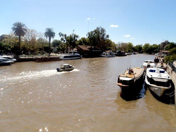 Canal de onde saem os barcos para os passeios pelo delta do Rio Tigre - Foto: Amandina Morbeck.