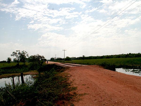 Transpantaneira na seca (agosto/2009) - Um pouco sobre o Pantanal - www.viajandocomaman.com.br - Foto: Amandina Morbeck.