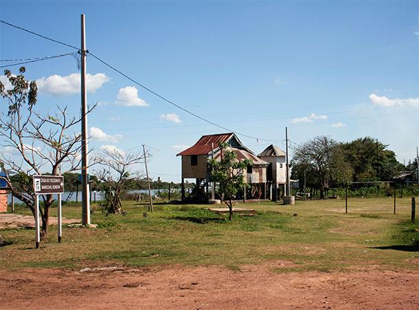 Casa do Telégrafo, em Porto da Manga, onde o Marechal Candido Rondon morou em 1903 - Estrada-parque do Pantanal de Mato Grosso do Sul - www.viajandocomaman.com.br - Foto: Amandina Morbeck.