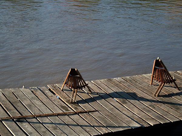 Deck às margens do Rio Miranda - Pantanal do Mato Grosso do Sul - www.viajandocomaman.com.br - Foto: Amandina Morbeck.