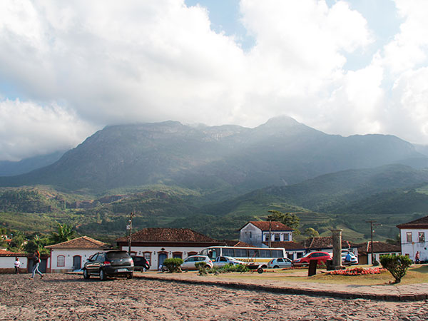 Catas Altas, com vista para a Serra do Caraça - www.viajandocomaman.com.br - De Diamantina a Ouro Preto pelo Caminho dos Diamantes - Foto: Amandina Morbeck.