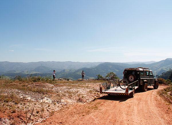 Carro de apoio da Nerea, que nos acompanhou por todo o percurso - www.viajandocomaman.com.br - De Diamantina a Ouro Preto pelo Caminho dos Diamantes - Foto: Amandina Morbeck.