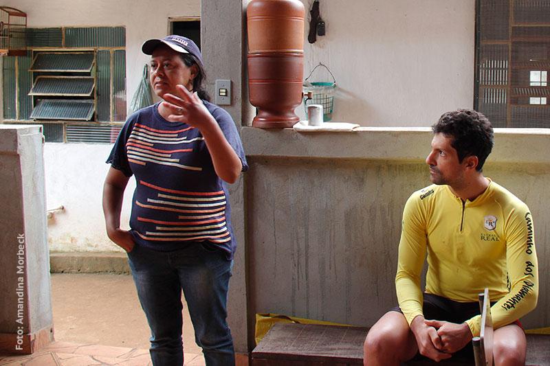 Elizabete Almeida explica a importância do sítio arqueológico - Foto: Amandina Morbeck.