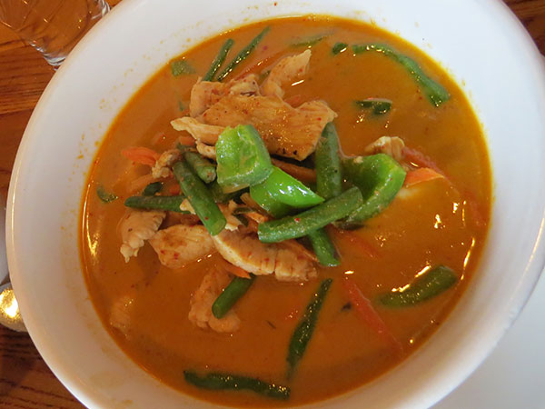 Panang curry com frango - www.viajandocomaman.com.br - Foto: Amandina Morbeck.