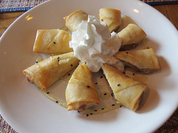 Banana frita com chantilly - www.viajandocomaman.com.br - Foto: Amandina Morbeck.