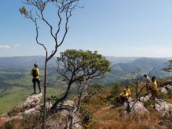 Mirante pouco antes do distrito de Tapera - www.viajandocomaman.com.br - De Diamantina a Ouro Preto pelo Caminho dos Diamantes - Foto: Amandina Morbeck.