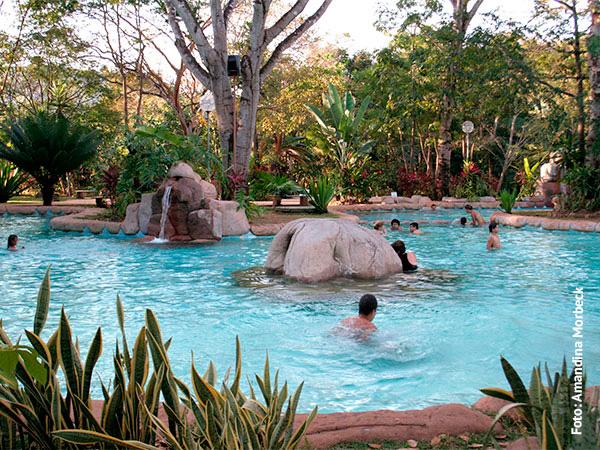 Uma das piscinas do Parque das Águas Quentes - www.viajandocomaman.com.br - Foto: Amandina Morbeck.