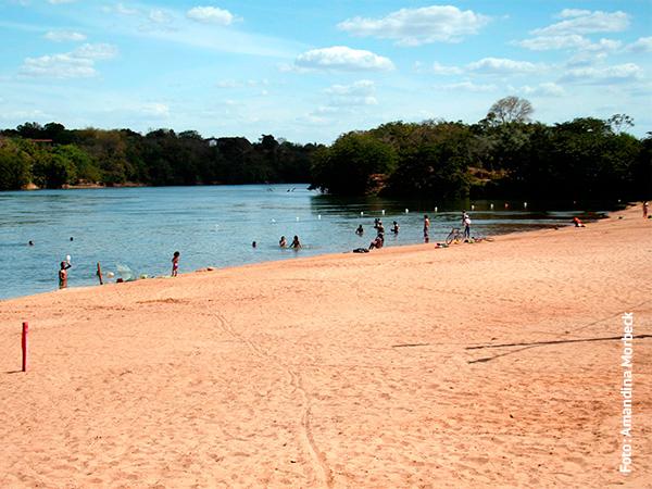 A Praia do Sol nas margens do lendário Rio das Mortes - www.viajandocomaman.com.br - Foto: Amandina Morbeck..
