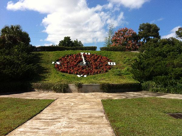 Relógio feito com plantas - Harry P. Leu Gardens em Orlando, Flórida - Foto: Amandina Morbeck.