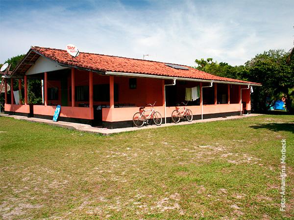 Pousada Caiçarinha, que também é a residência de seu proprietário - www.viajandocomaman.com.br - Foto: Amandina Morbeck.