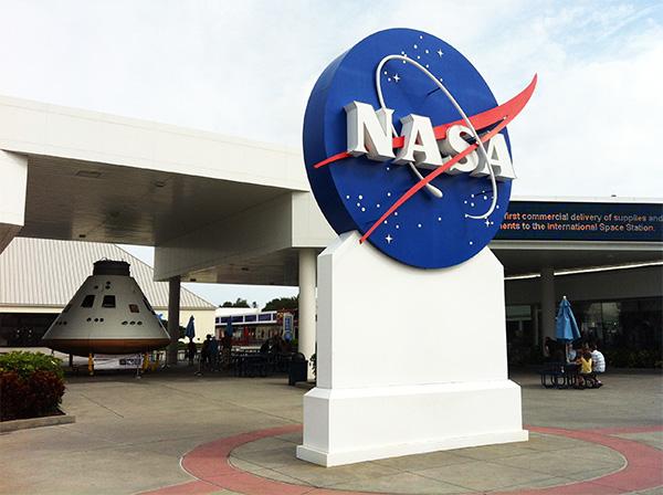 Detalhe do Kennedy Space Center, que fica a 80 km de Orlando - Detalhes no post: Não há só parques da Disney e outlets na Flórida - www.viajandocomaman.com.br - Foto: Amandina Morbeck.