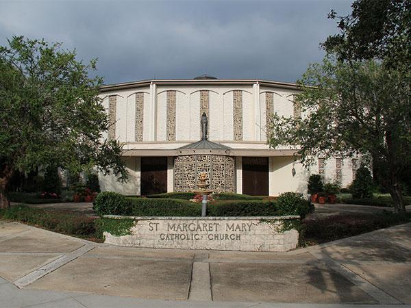 St. Margaret Mary Church, que fica em frente ao Morse Museum - www.viajandocomaman.com.br - Foto: Amandina Morbeck.