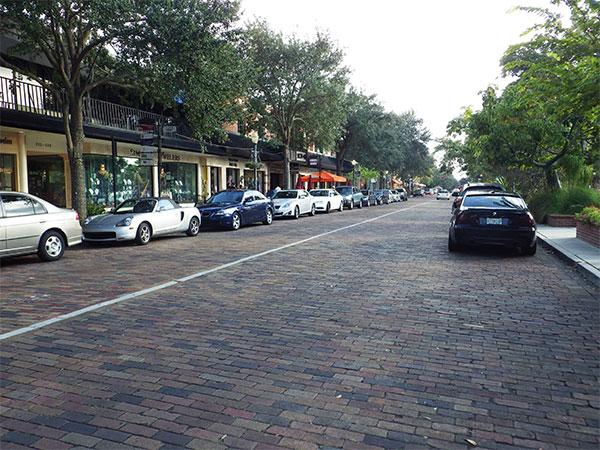 A Park Avenue, onde fica o Morse Museum, é uma graça - www.viajandocomaman.com.br - Foto: Amandina Morbeck.