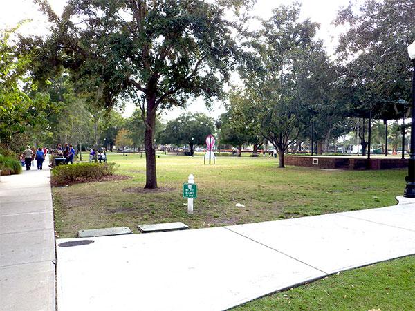 Praça na Park Avenue - www.viajandocomaman.com.br - Foto: Amandina Morbeck.