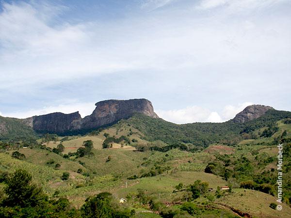As 3 pedras do complexo bem definidas: Bauzinho, Baú ou Bauzão e Ana Chata - Foto: Amandina Morbeck.