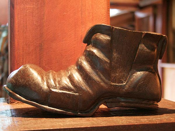 Bota caipira, a marca registrada de Ditinho Joana - Ateliê do Ditinho Joana em São Bento do Sapucaí (Bairro do Quilombo) - Foto: Amandina Morbeck.