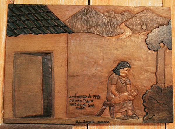 Ditinho neném e sua mãe - Ateliê do Ditinho Joana em São Bento do Sapucaí (Bairro do Quilombo) - Foto: Amandina Morbeck.