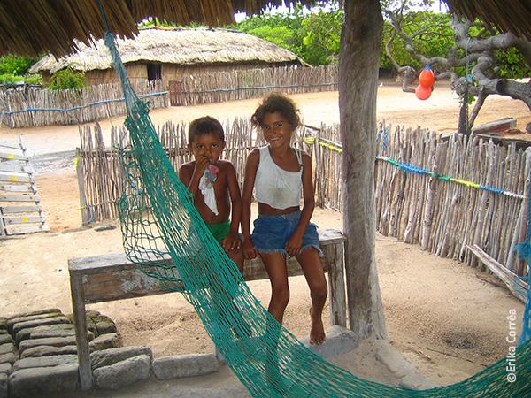 Em 2006, essas crianças faziam parte da quinta geração em Queimada dos Britos nos Lençóis Maranhenses - Foto: Erika Corrêa..