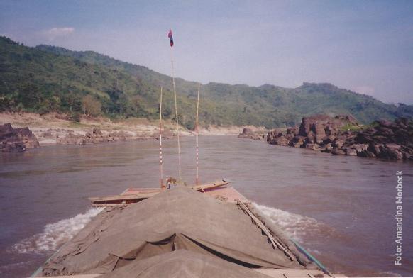 Descendo o Rio Mekhong - Foto: Amandina Morbeck.