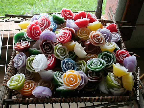 Velas pequenas e coloridas - Foto: Amandina Morbeck.