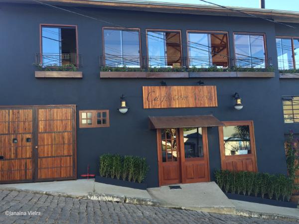 Nova fachada do Bistrô Café com Verso em Gonçalves MG - Foto: Janaina Vieira.