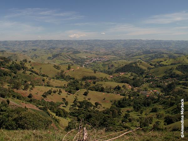 De Cambuí a Gonçalves, pela estrada de terra, essa é vista que se tem da parte mais alta da estrada - Foto: Amandina Morbeck.