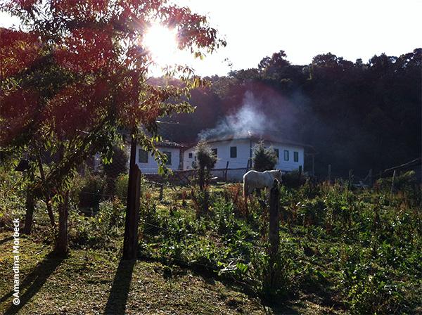 Algumas casas de pau-a-pique ainda sobrevivem em Gonçalves, a pérola da Mantiqueira no sul de Minas Gerais - Foto: Amandina Morbeck.
