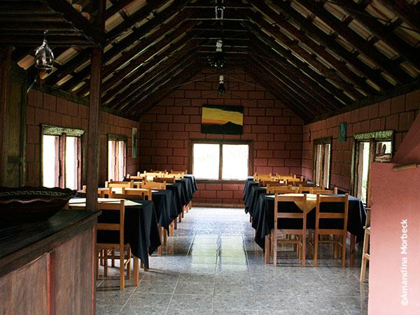 Interior do restaurante na Trutaria Lago Azul em Gonçalves, Minas Gerais - Foto: Amandina Morbeck.