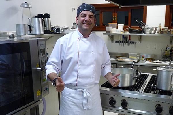 Maurício em seu laboratório gastronômico - Foto: Divulgação.