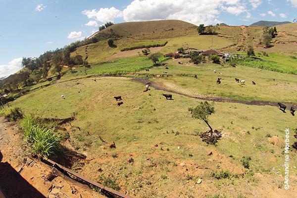 Paisagem vista do trem durante o passeio no Trem da Serra da Mantiqueira - Foto: Amandina Morbeck..