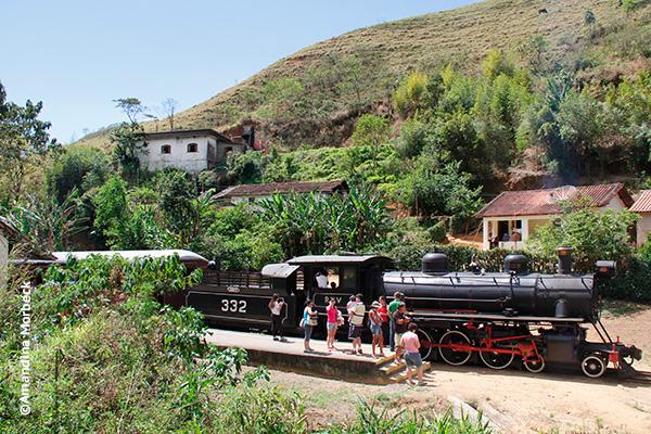 A locomotiva 332 foi restaurada pela Associação Brasileira de Preservação Ferroviária (ABPF) - regional Sul de Minas - Foto: Amandina Morbeck.