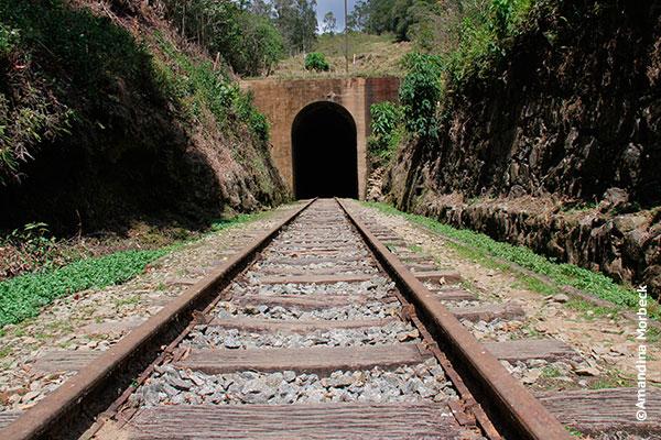 Túnel de 970 m de extensão na divisa dos Estados de MG e SP - Passeio no trem da Serra da Mantiqueira - Foto: Amandina Morbeck.