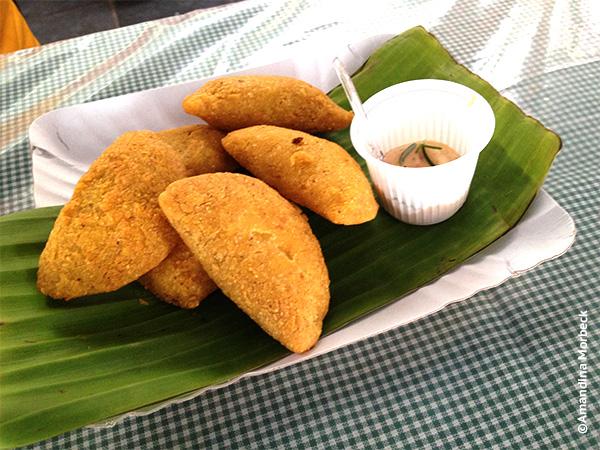 Pastéis de angu com recheio de umbigo de banana no III Festival de Gastronomia e Cultura da Roça de Gonçalves, MG - Foto: Amandina Morbeck.