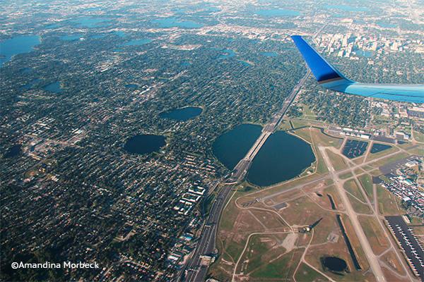 Sobrevoando Orlando, Florida - Foto: Amandina Morbeck.