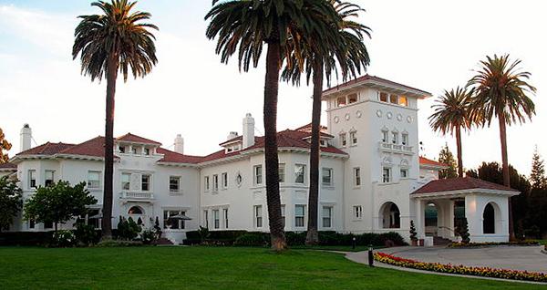 E pensar que essa mansão tão grande foi moradia de apenas 3 pessoas - Foto: Reprodução.