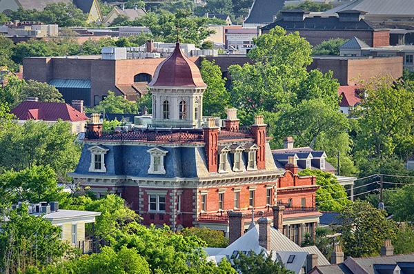 O Wentworth Mansion em Charleston, South Carolina, destaca-se na paisagem - Foto: Reprodução.